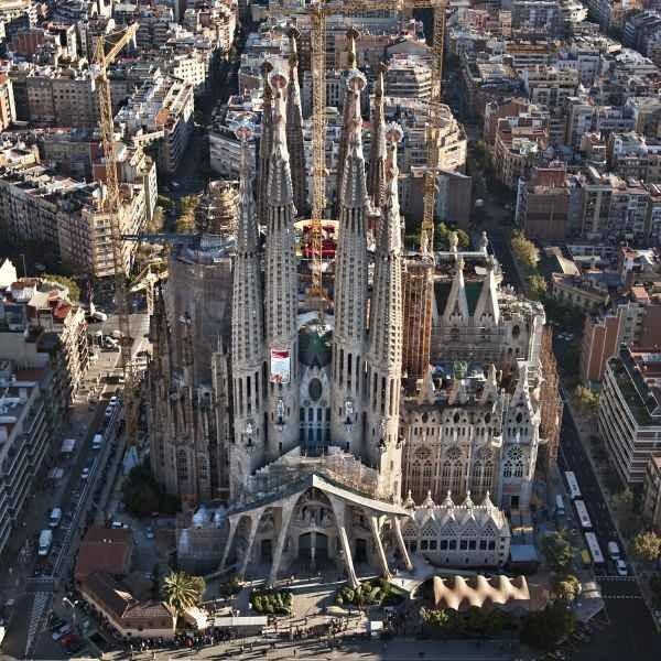 obra cumbre del arquitecto cataln antonio gaud para se encarg a gaud la continuacin de la obra la que convirti en su gran proyecto hasta