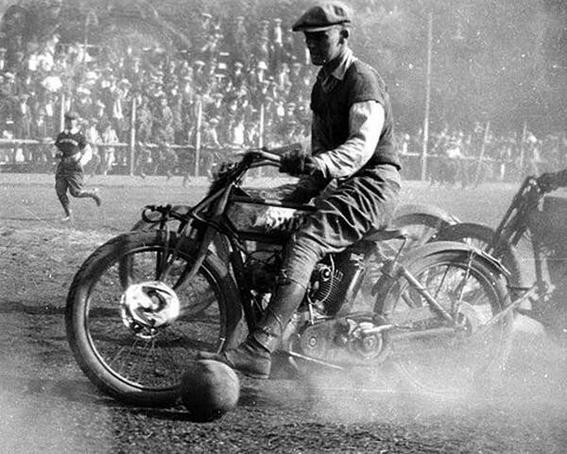 fútbol en moto