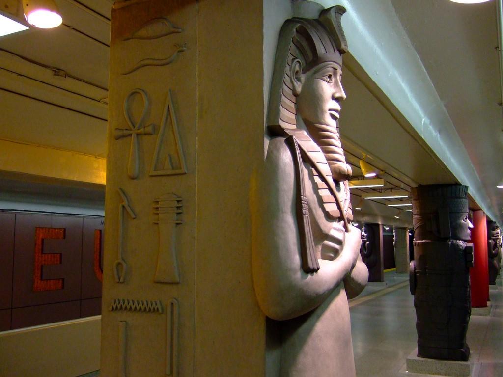 MuseumSubwayStationToronto