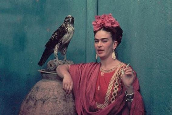 Vestidos De Frida Kahlo Se Exhiben Un Año Más En La Casa