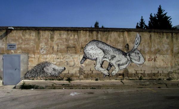 HopeGig-il-riccio-e-la-lepre-murale-Trani-2014-smalto