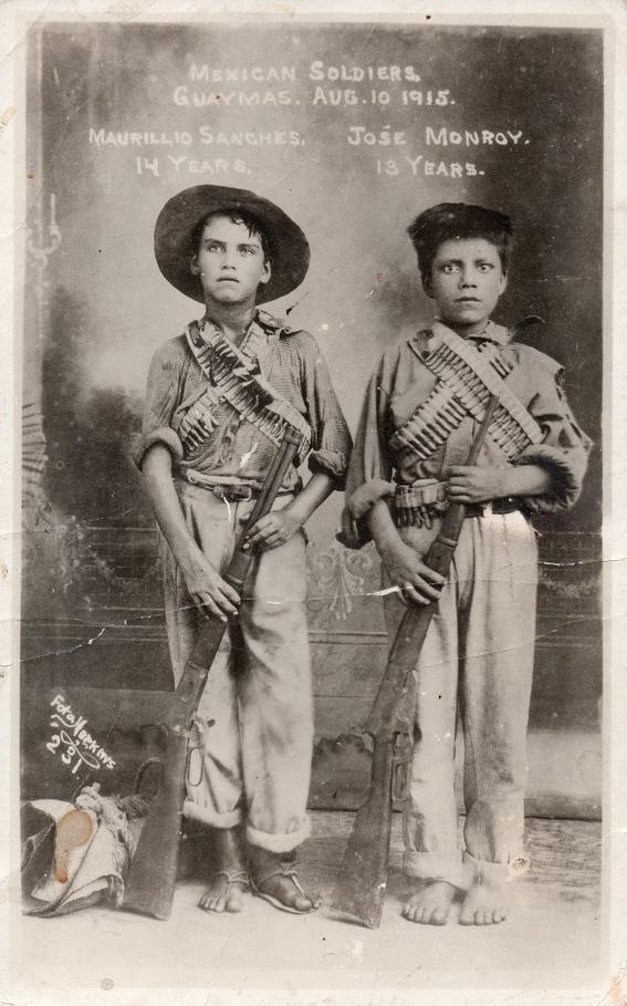 Soldados mexicanos. Maurillio Sánchez 14 años, José Monroy 13 años, Guaymas agosto 10 de 1915. Impresión de época.Colección Elmer Powell (2)