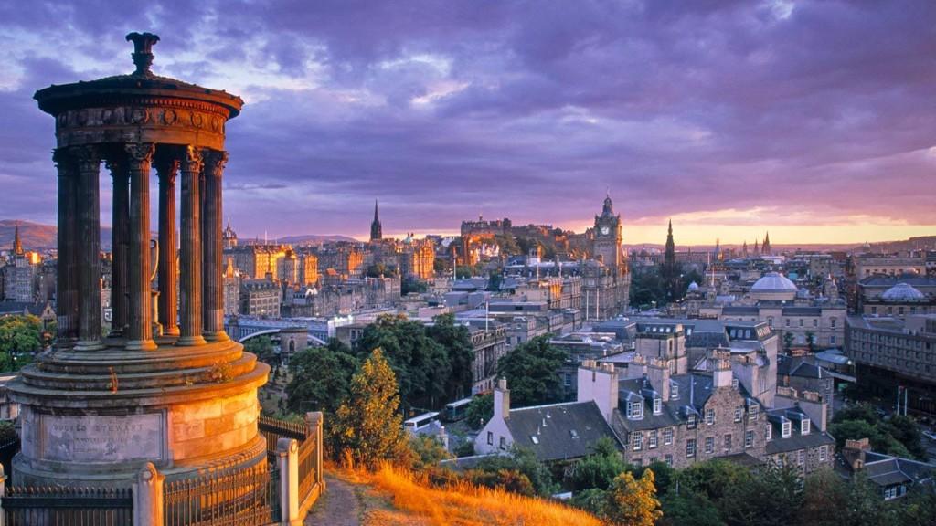 Stewart_Monument_Calton_Hill_Edinburgh_Scotland_20121130-Holiday-Tours