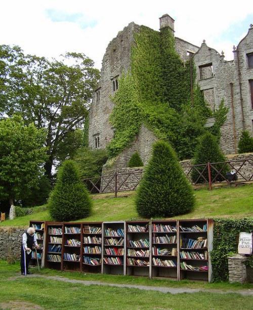 Bookcastle aire libre