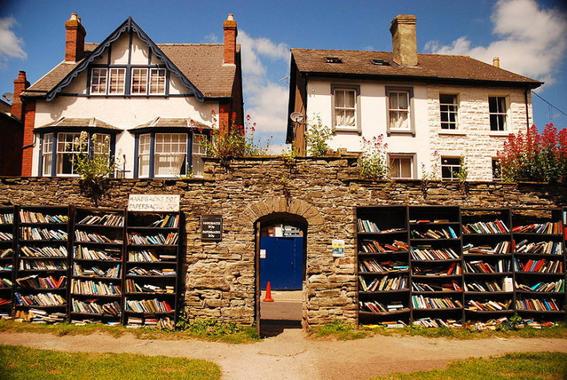 Honesty bookshop aire libre