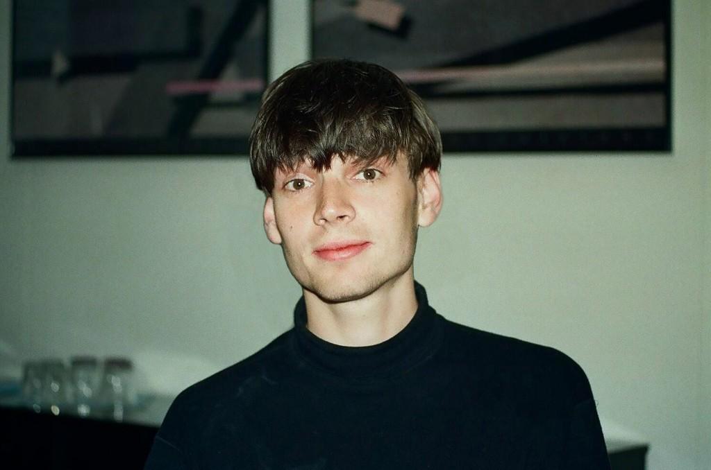 blur-alex-james-by-gilbert-blecken-1993-2