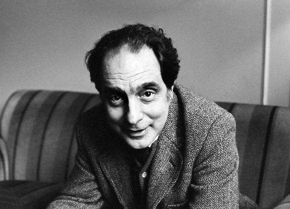 """Italo Calvino,   [*** """"Mindesthonorar 50 Euro. Gilt auch fîr die ausschlieñlich digitale Nutzung jeglicher Art, maximale Laufzeit Internet: 1 Jahr. Keine Nutzung als PR-Bild"""" <!--mep-tab--/>****** """"Minimum fee 50 euros. Fee also applies for digital use only, of all kinds. Maximum duration for use in Internet: 1 year. Image not for use in PR"""" ***]  (Bildtechnik: Farbraum AdobeRGB, Bildgr∑ñe:  9.34 MByte vorhanden)"""
