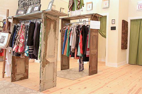 20 ideas para hacer un closet sin gastar dise o for Reciclado de puertas