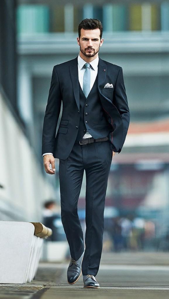 Vestimenta formal hombre moreno
