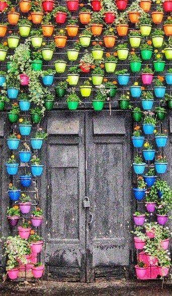 Ideas sencillas y creativas para decorar tu jard n dise o - Como decorar un arbol seco ...