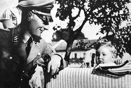 soldado nazi bebe
