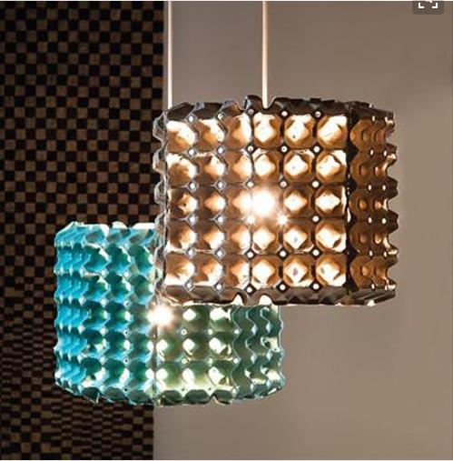 Ideas para hacer l mparas originales con materiales for Materiales reciclados para decoracion
