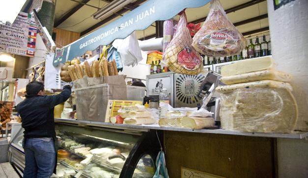 la-cultura-del-queso-en-el-mercado-de-san-juan