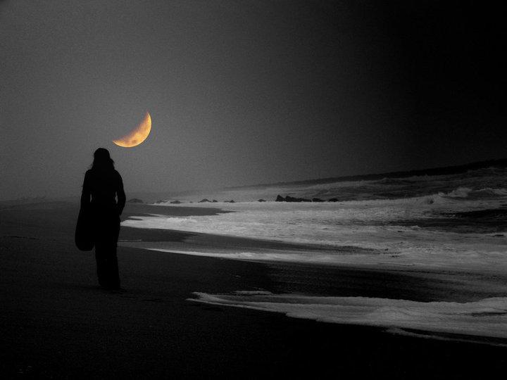 Mujer mar y luna