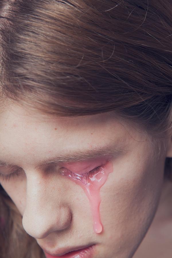 dolor femenino lagrima
