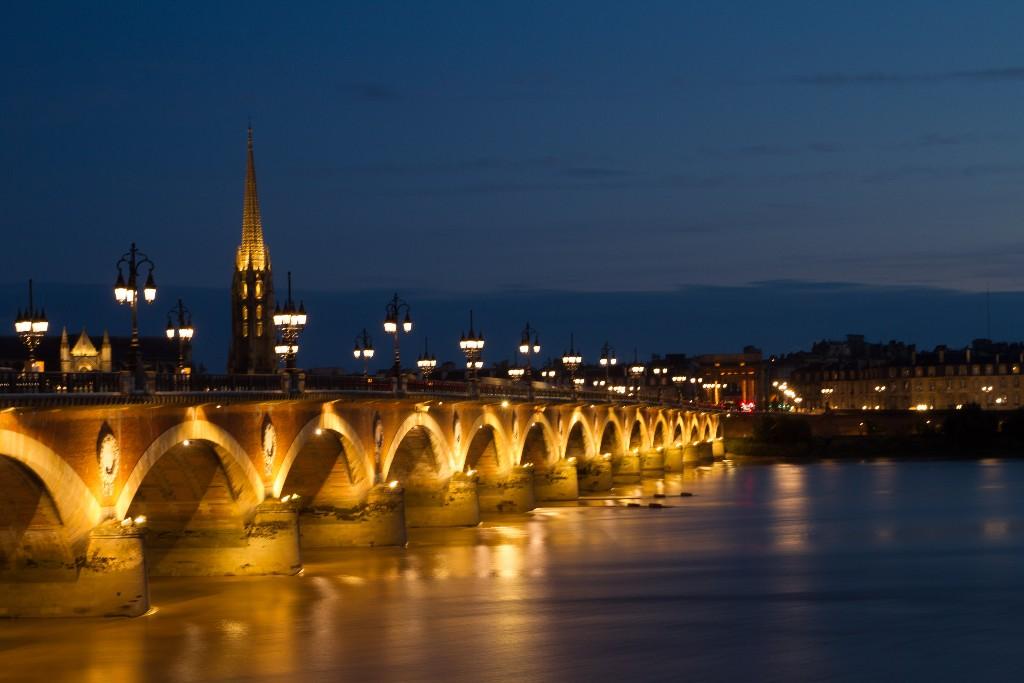 fr_burdeos_puente_de_piedra_y_basc3adlica_stmichel