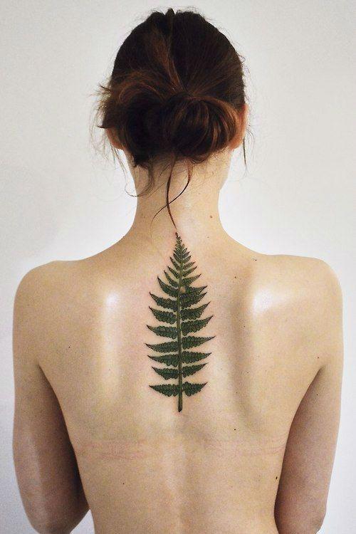 hoja tatuajes en la columna