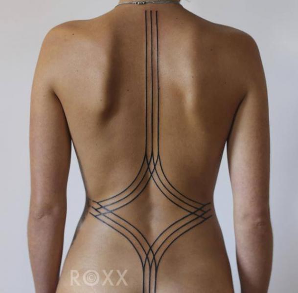 lineas tatuajes para la columna