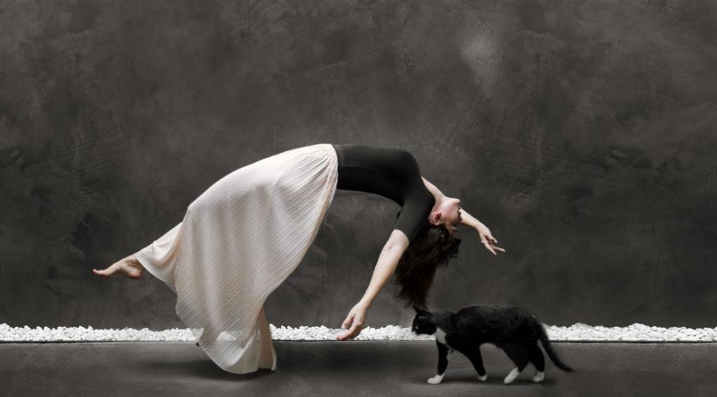 mujer y gato foto de laura zalenga