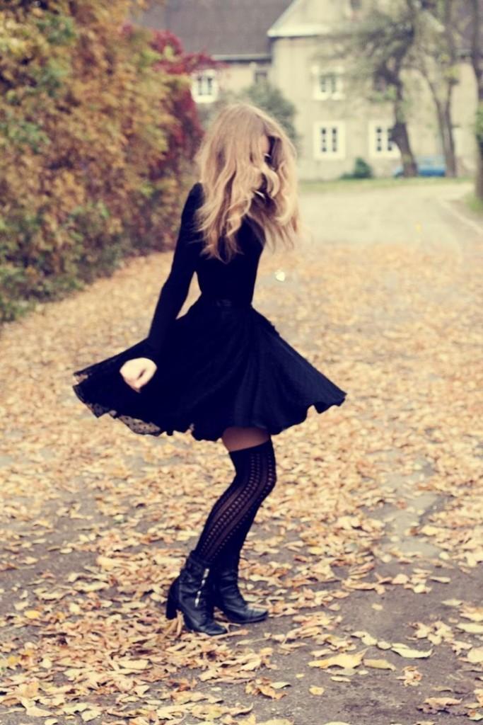 outfit vestido negro coco chanel