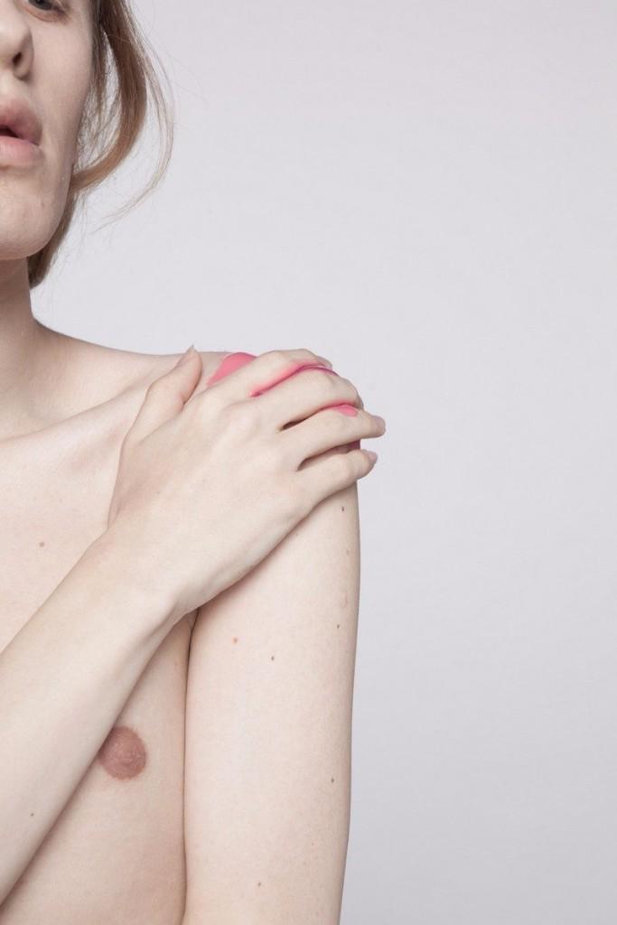 La belleza del dolor femenino a través del cuerpo de un hombre