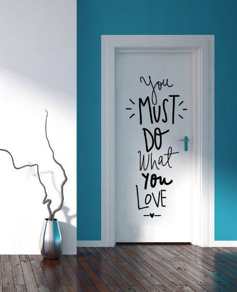qutale lo aburrido a tu puerta puedes aadir un toque de color escribir un mensaje sobre ella o hasta colocar fotos alrededor del marco