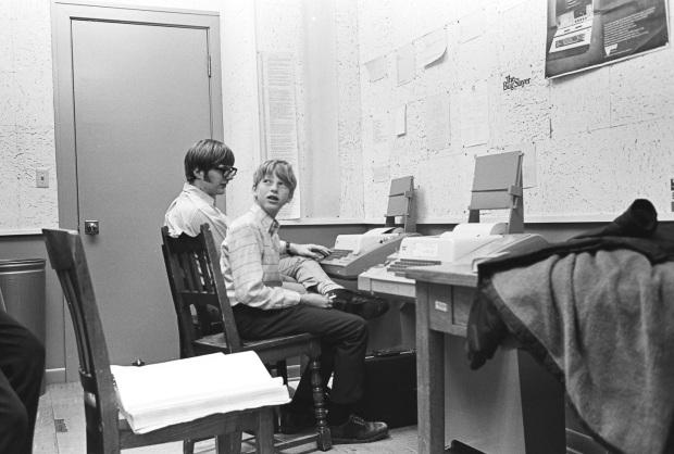 que hacer con tu dinero bill gates 1970