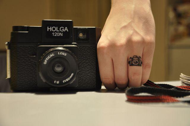 tatuajes de fotografia dedo