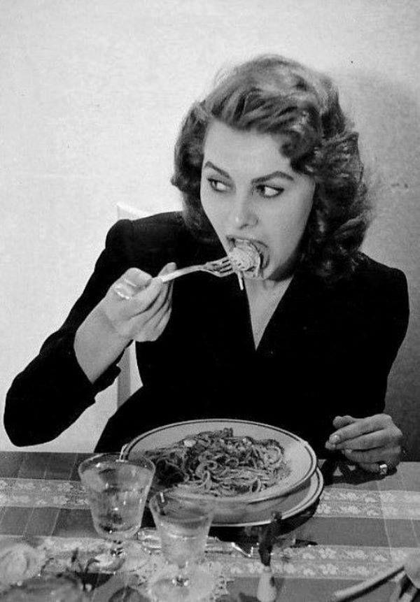como comer pasta comiendo 1