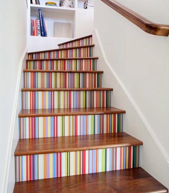 Ideas creativas y coloridas para decorar tus escaleras for Ideas para escaleras