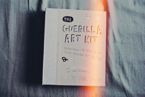 guerrilla art kit libros creativos