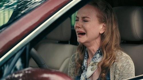 llorando en el coche