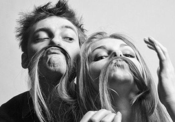 pareja relacion amorosa bigote