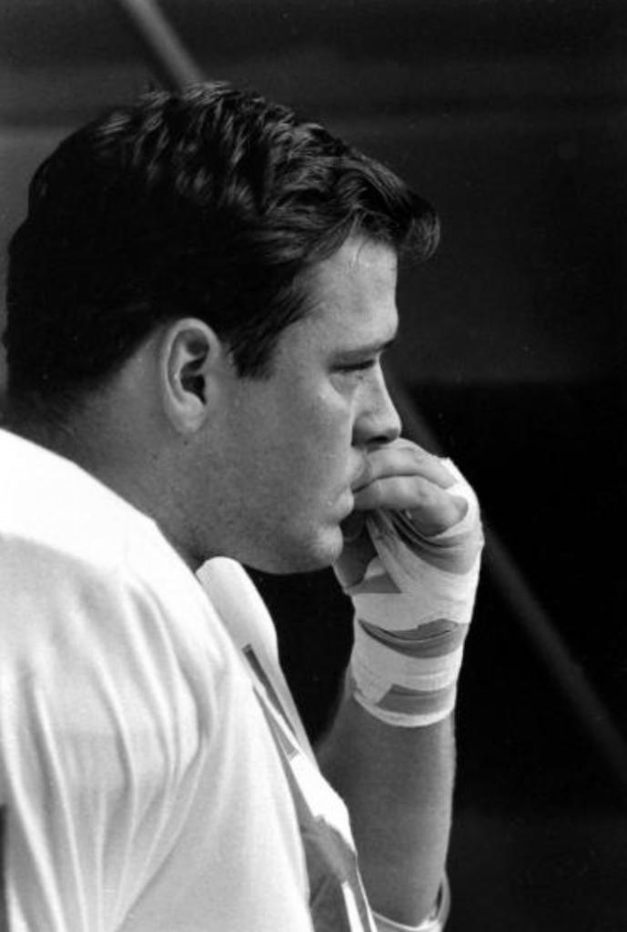 Jerry Mays,  parte de la linea defensiva de Kansas City, previo al inicio del Super Bowl I, 1967.