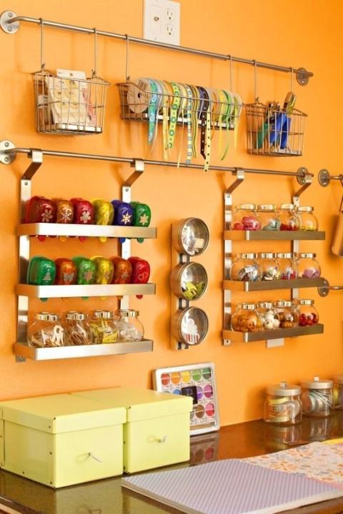 Sencillos consejos para organizar y decorar tu casa dise o for Colgar utensilios de cocina