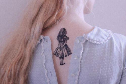 alicia en el pais de las maravillas tatuajes para escritores