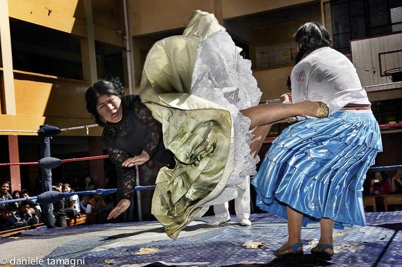 cholitas patada