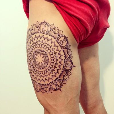 Víctor Pérez tatuae en pierna   mejores tatuadores