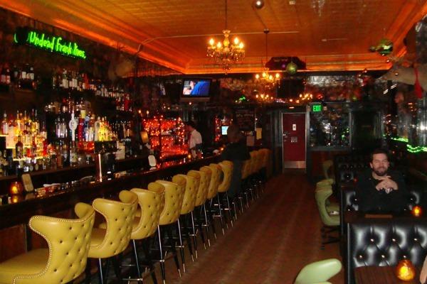bares de terror pasillo