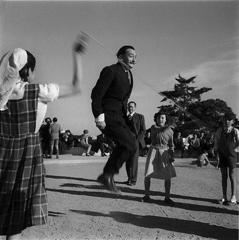 Cuadros de Dalí - Saltando la cuerda