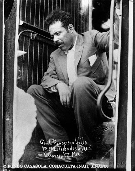datos de Pancho Villa sentado en el tren