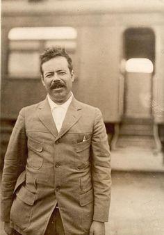 datos de Pancho Villa sonriendo