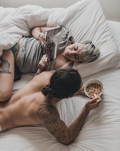 desayuno con tu pareja acostados