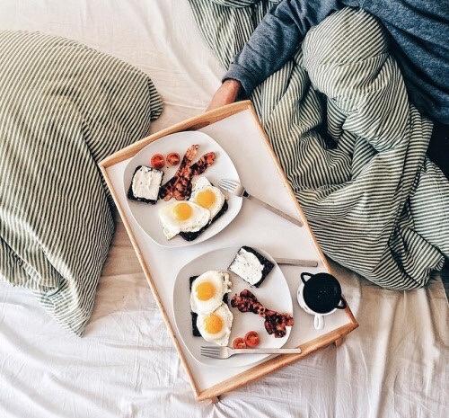 desayuno con tu pareja huevos fritos