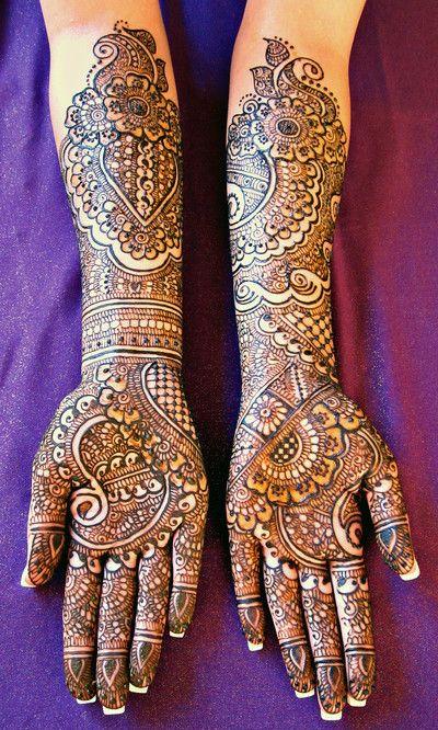 henna manos fondo morado