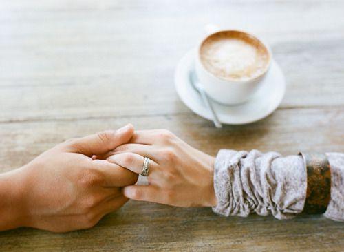 pareja manos amor