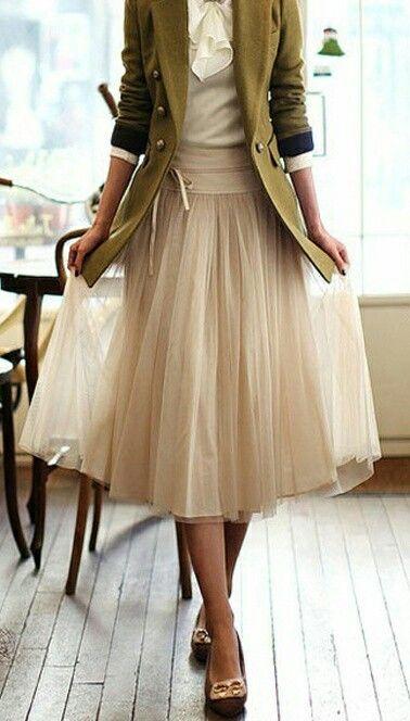 mujer vintage falda larga