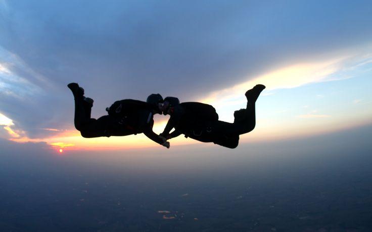 parejas atrevidas paracaidas
