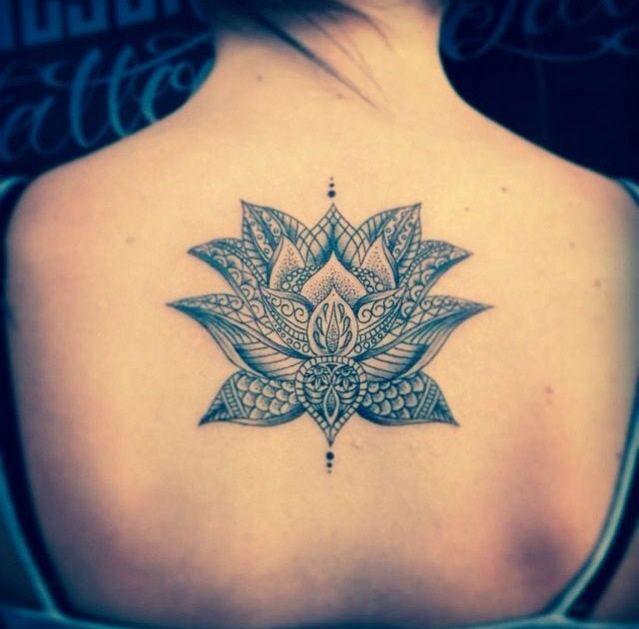 22 ideas de tatuajes de flor de loto y su significado dise o. Black Bedroom Furniture Sets. Home Design Ideas
