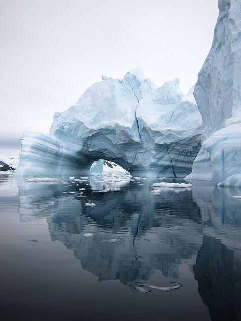 viaje a la antartida iceberg reflejo